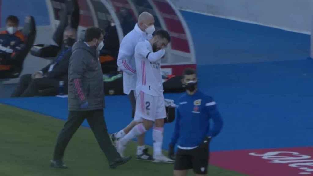 Carvajal se retira lesionado ante el Valencia
