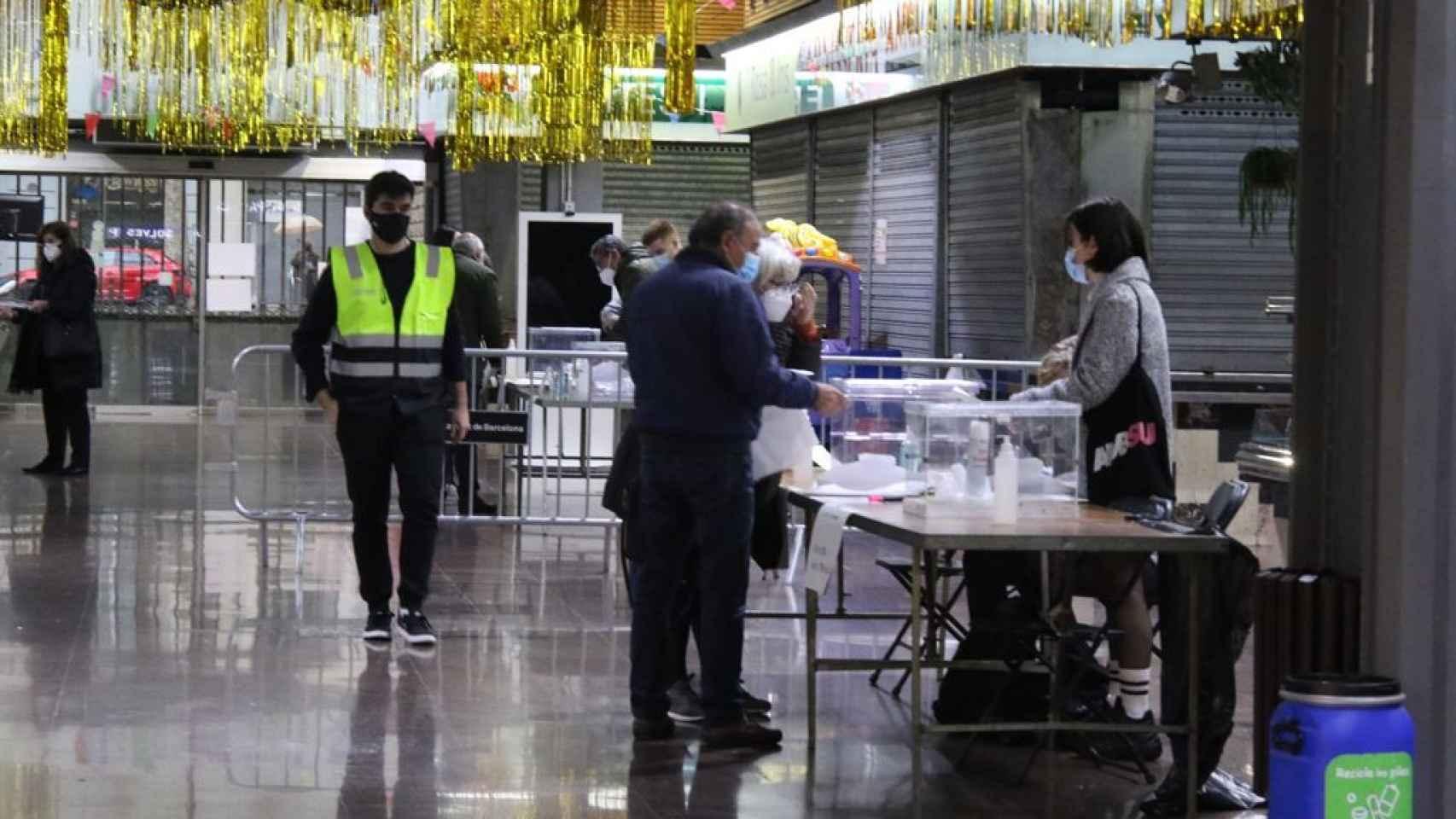 Las jornada electoral en Cataluña, en imágenes