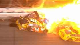 El espectacular accidente en la prueba de Daytona 500 dentro del campeonato de NASCAR. Foto: Twitter (@NASCAR)