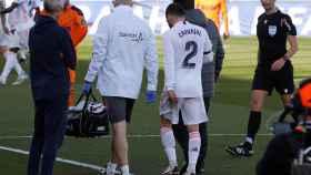 Dani Carvajal se retira lesionado del Estadio Alfredo Di Stéfano