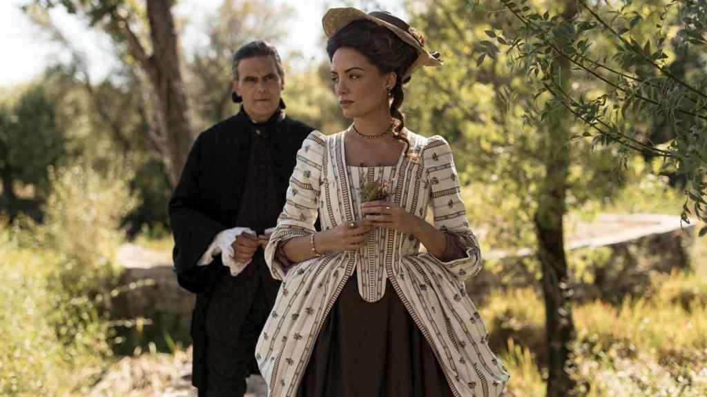 María Hervás y Roberto Enríquez en un fotograma de la serie.
