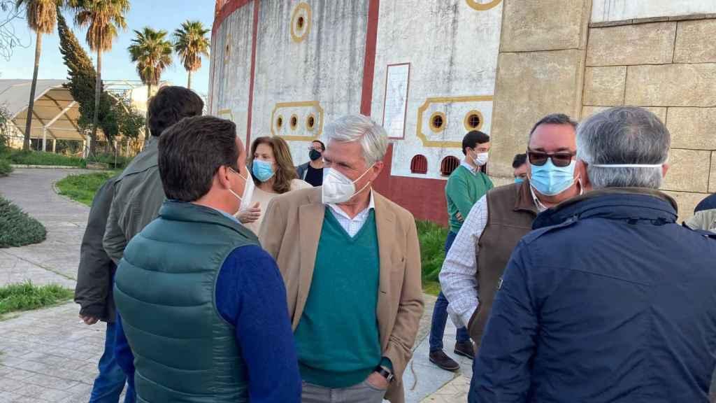 El diestro Juan Antonio Ruiz 'Espartaco' durante la concentración.