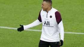Kylian Mbappé, durante el entrenamiento del PSG en el Camp Nou