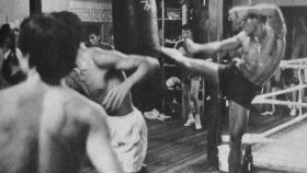 Portada del libro 'Historia del kickboxing en Japón'