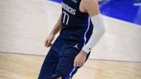 Luka Doncic se lamenta durante un partido de la NBA