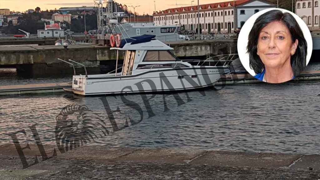 El barco de la familia de Esperanza Casteleiro, atracado en un muelle de la Estación Naval de la Graña.