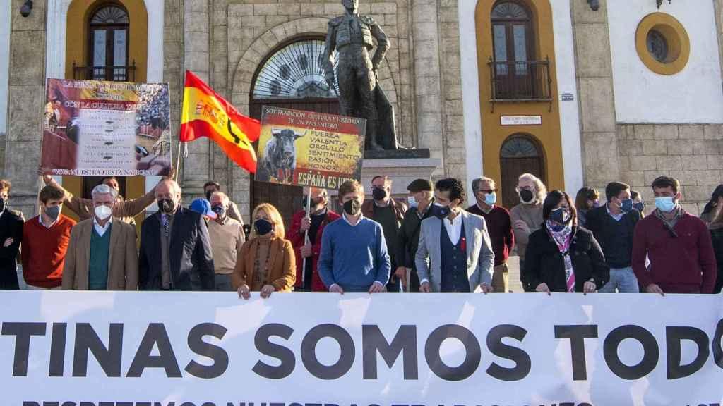 Concentración en Espartinas en apoyo a la tauromaquia.