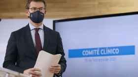 El presidente de la Xunta, Alberto Núñez Feijóo, explica la evolución de la pandemia, este lunes en Santiago de Compostela.