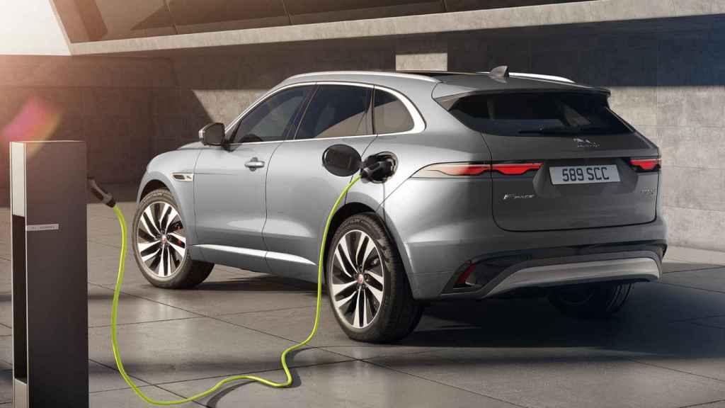 Jaguar ya tiene experiencia en fabricar coches electrificados.