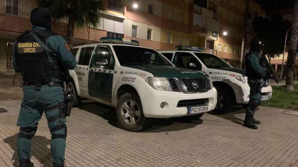 Varios agentes de la Guardia Civil, que ha desplegado este martes a 500 efectivos en distintos puntos del sur de España.