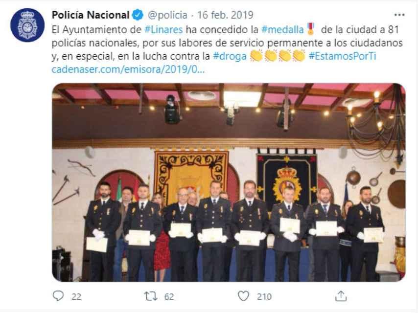 La Policía Nacional difundió en Twitter el premio que recibió la Comisaría de Linares.