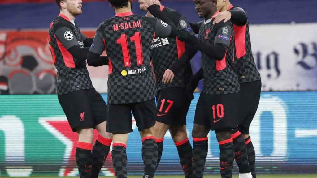 La plantilla del Liverpool celebra un gol en Champions