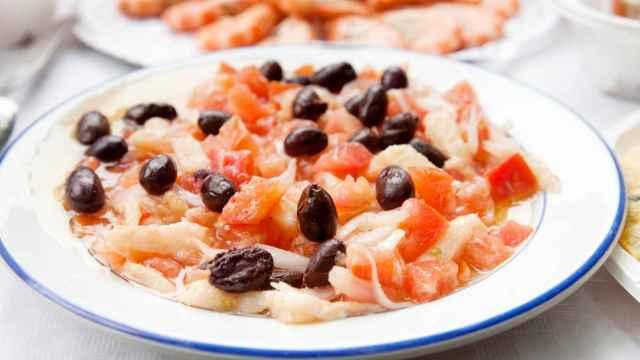 Ensalada de tomate y bacalao, receta fácil de esqueixada catalana