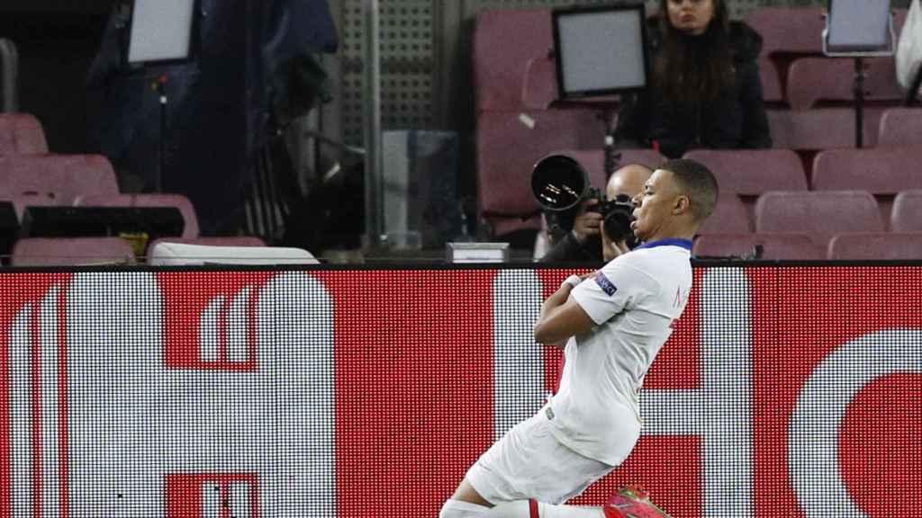 Celebración de Kylian Mbappé en el Camp Nou