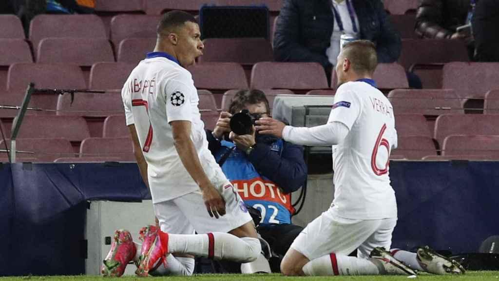 Marco Verratti celebra con Kylian Mbappé el gol del empate