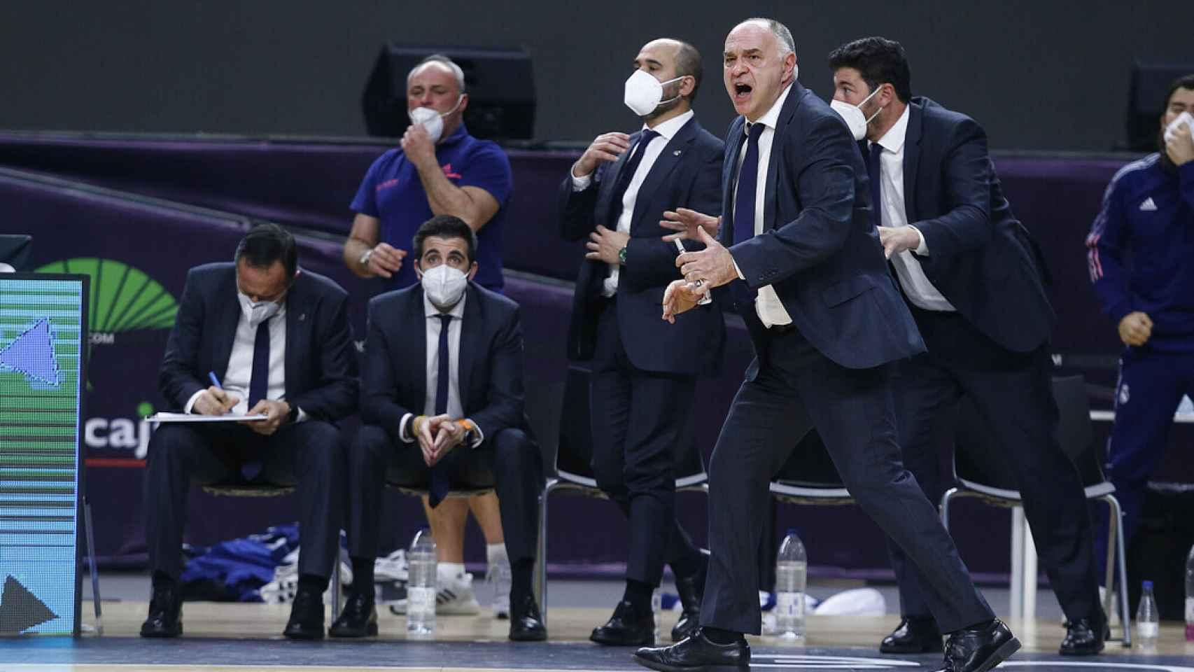 Pablo Laso dando indicaciones durante la final de Copa entre Real Madrid y Barcelona