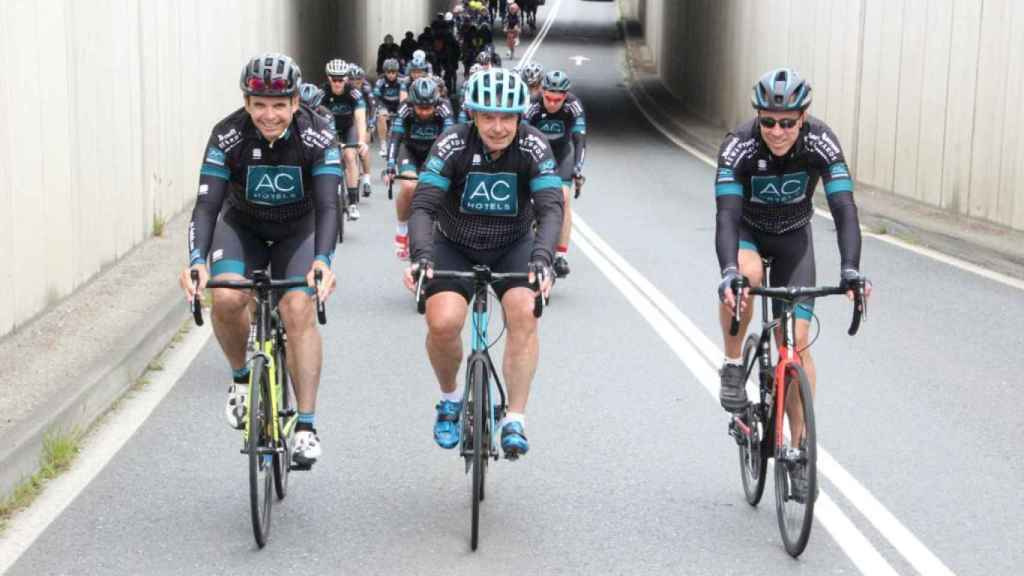 De izquierda a derecha: Carlos Catalán (recientemente fallecido), Antonio Catalán y Arne Sorenson en la ruta Jacobeo.
