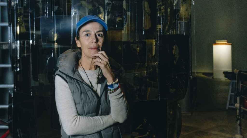 Carmela García frente a uno de los proyectos que forma parte de su exposición 'Autoras de utopías'.