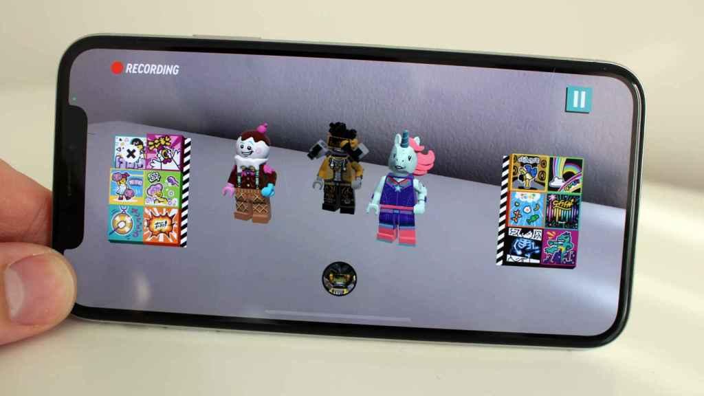 Las minifiguras escaneadas y los BeatBits de efectos en los laterales.