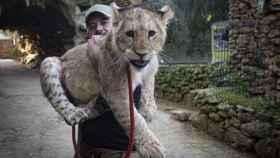 Javier Morales, responsable del zoológico de Castellar de la Frontera, en Cádiz, este martes.