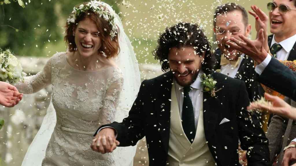 Kit Harington y Rose Leslie el día de su boda en Aberdeen.