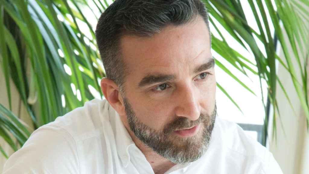 Francisco Polo nació en Valencia en 1981. En 2010 fundó una startup llamada Actuable, que fue absorbida menos de un año después por Change.org. Hasta 2017, fue el director de esta plataforma en España. Poco después regresaría a la política, de la mano de Pedro Sánchez, para entrar a formar parte de la Ejecutiva Federal del PSOE.