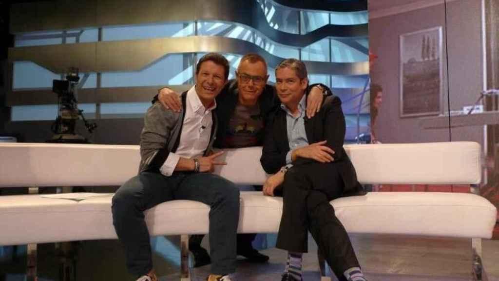 Antonio junto a Jordi González y Boris Izaguirre comentando 'Gran Hermano'.