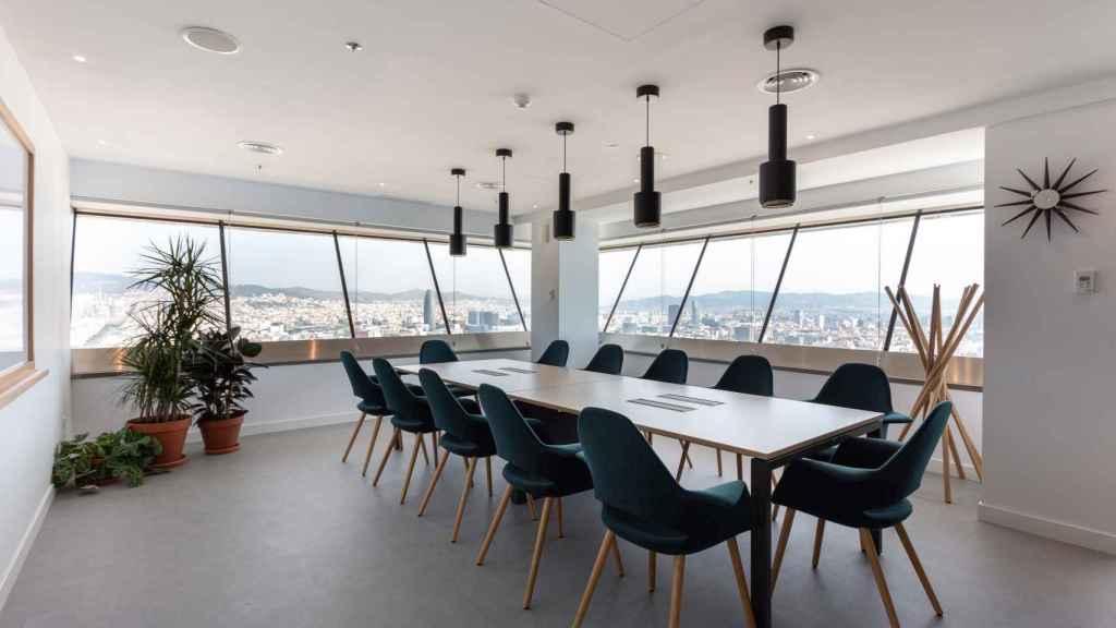 Sala de reuniones de Spaces Port Olimpic en Barcelona.
