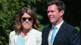 La princesa Eugenia de York luciendo gafas de Mr. Boho y su marido, Jack Brooksbank.