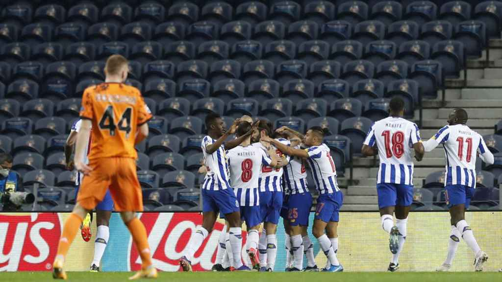 La plantilla del Oporto celebra un gol ante la Juventus
