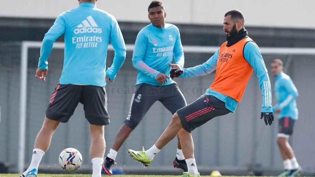 Casemiro y Karim Benzema, durante un entrenamiento del Real Madrid