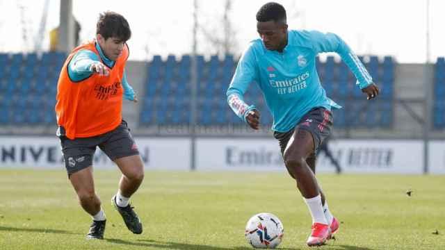 Loren Aguado y Vinicius Jr, durante un entrenamiento del Real Madrid