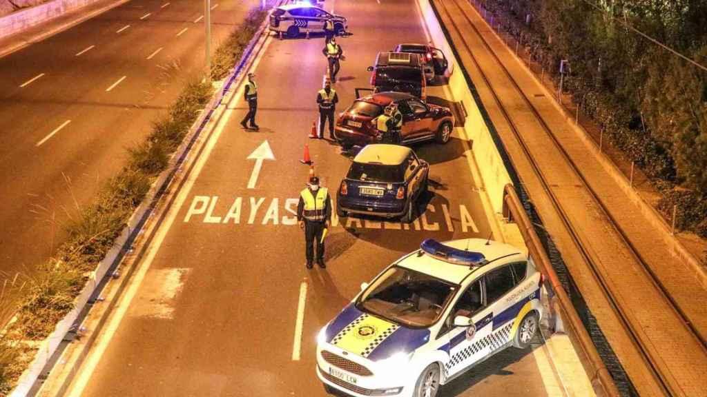 Uno de los controles del cierre perimetral en fin de semana de Alicante.