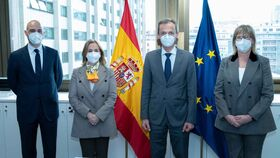 Sergio Muñoz, director del Departamento de Innovación, Salud Digital y Tecnologías Emergentes de Fenin; Margarita Alfonsel, secretaria general de Fenin; Pedro Duque, ministro de Ciencia; y Mª Luz López-Carrasco, presidenta de Fenin.