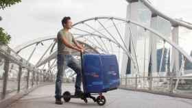 El Mimo C1 es un patinete eléctrico que se convierte en un carro de mano.