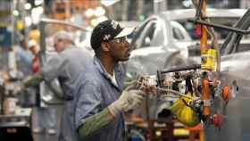 Obrero en una fábrica estadounidense.