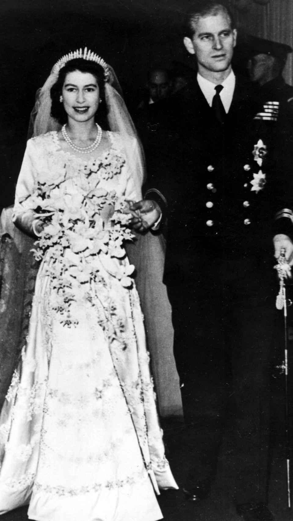 Los príncipes Isabel y Felipe dándose el 'sí, quiero' en la Abadía de Westminster el 20 de noviembre de 1947.
