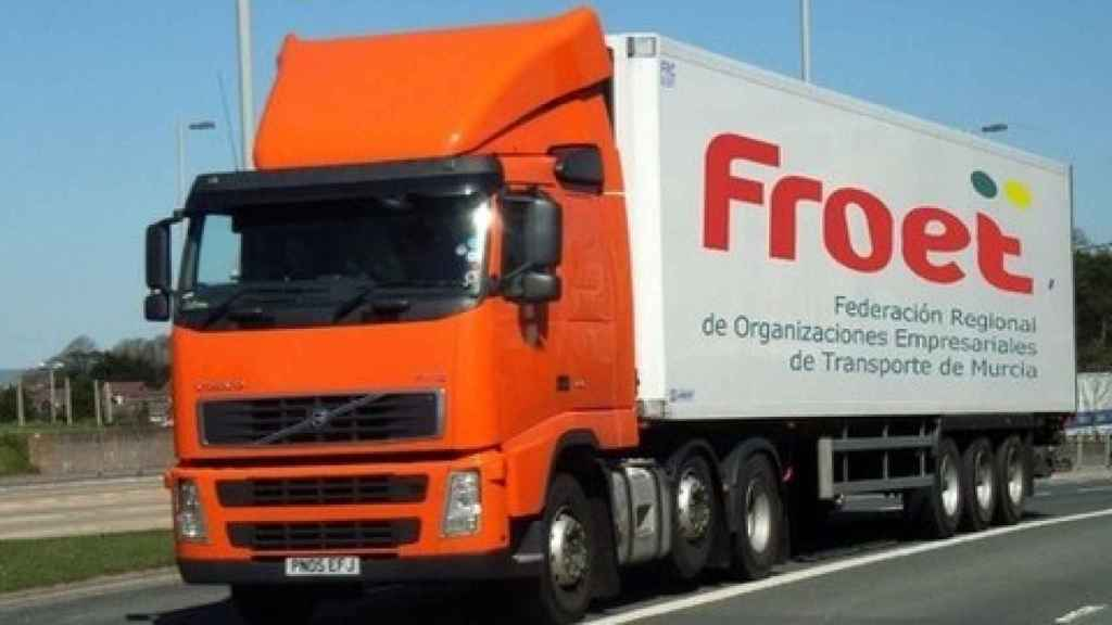 Un camión de la Federación Regional de Organizaciones Empresariales de Transporte de Murcia.