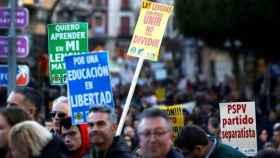 Manifestación en Orihuela de padres y profesores contra el modelo de plurilingüismo del Botánico.