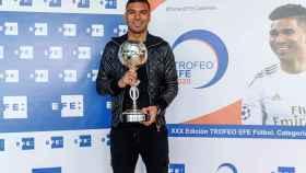 Casemiro, con el Trofeo EFE al mejor jugador iberoamericano de la temporada 2019/2020