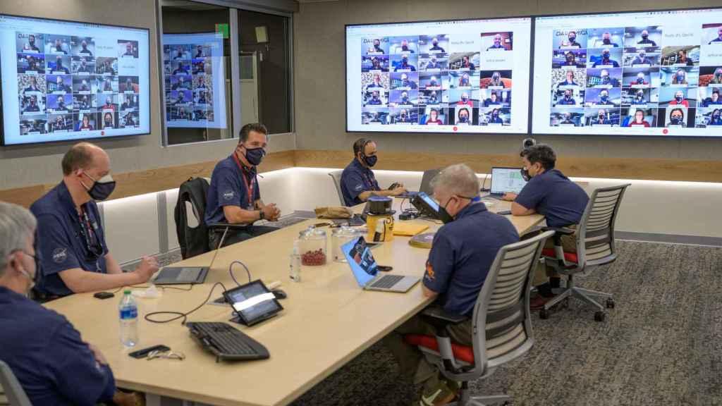 Reunión de miembros del equipo de gestión del rover de la NASA