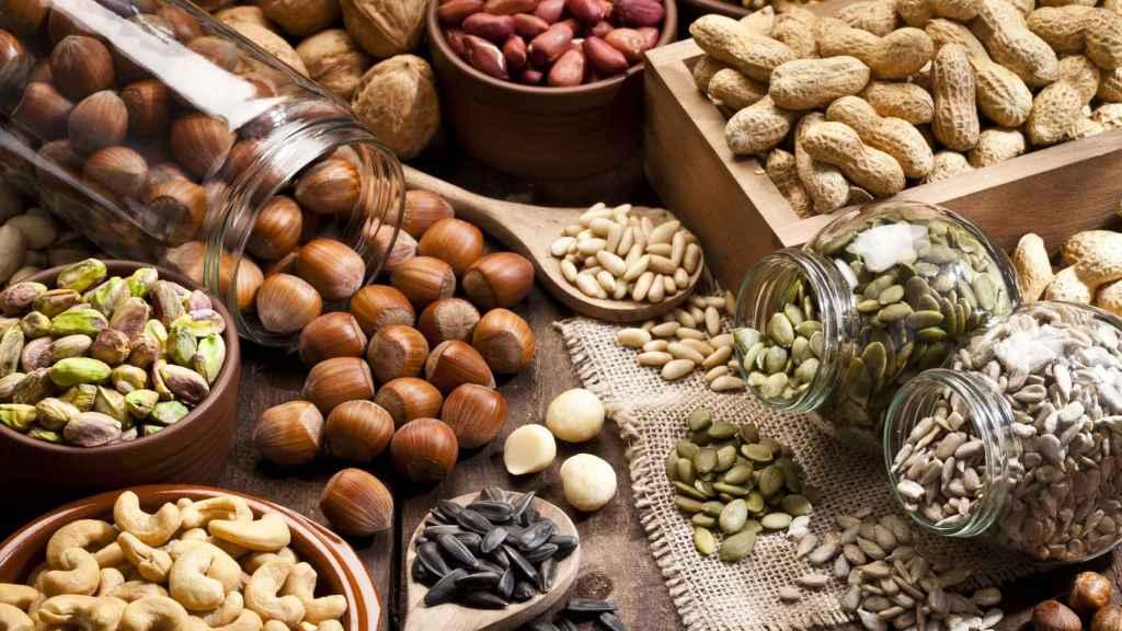 Un amplio surtido de frutos secos y semillas.