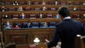 Pablo Casado pregunta a Pedro Sánchez en sesión de control al Gobierno en el Congreso.