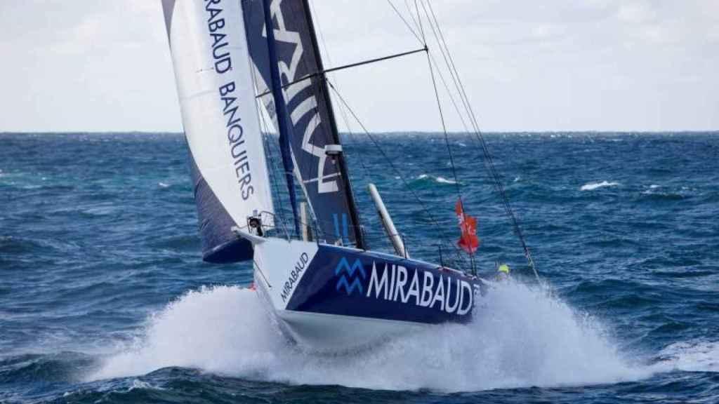 Un velero patrocinado por Mirabaud en una regata.