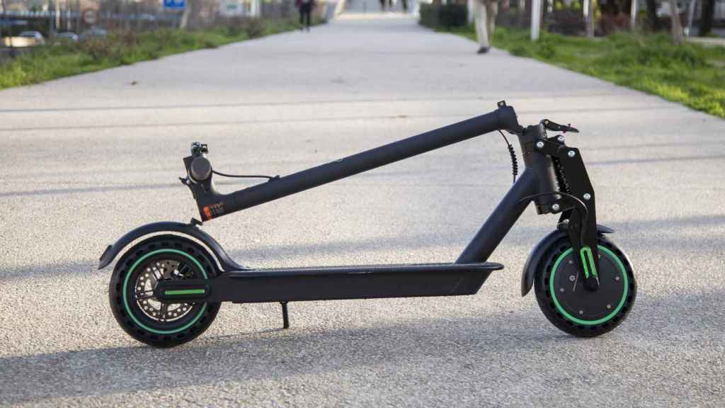 El patinete Electric Scooter L de Youin plegado.