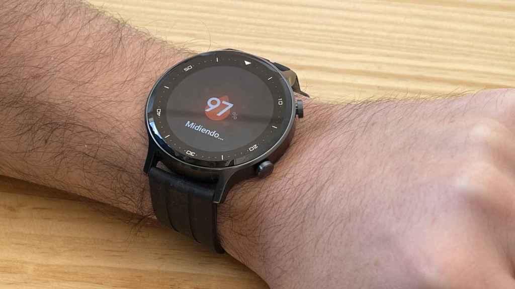 El Realme Watch S midiendo el oxígeno en sangre.