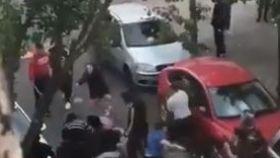 Un hombre muere apuñalado en una reyerta en plena calle en Sevilla: hay otros dos heridos