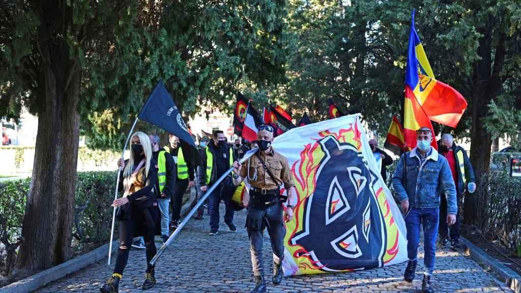 Algunos de los neonazis que acompañaron a Isabel el sábado 13.
