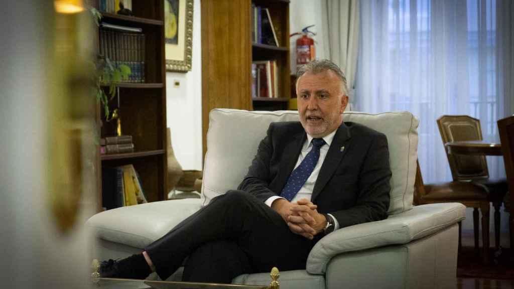 El presidente de Canarias,  Ángel Víctor Torres, durante su entrevista con EL ESPAÑOL.