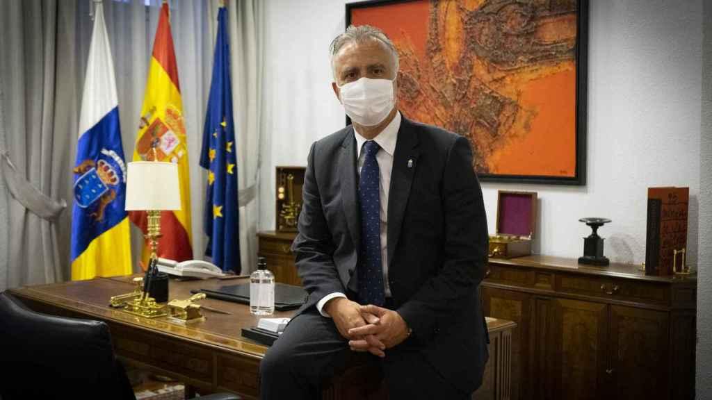 Torres reconoce que debe existir un debate sobre el modelo turístico de Canarias, pero ahora es el momento de salvar la economía.